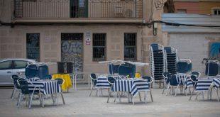 terraza-de-un-bar-vacia-no deshaucios por covid